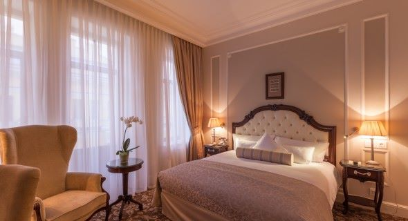 04.-The-State-Hermitage-Official-Hotel-Premium-Room1-590x320