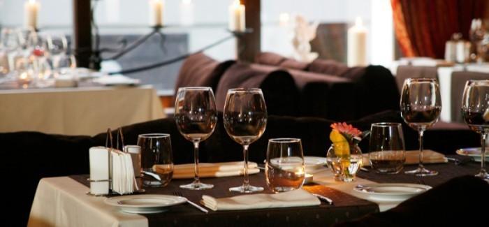 restoran-stolik-700x325