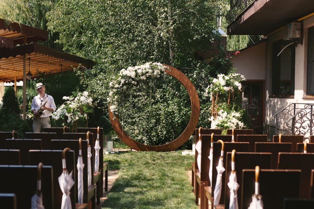 "Потрясающая зеленая летняя свадьба, ""Гуляй Хата"""
