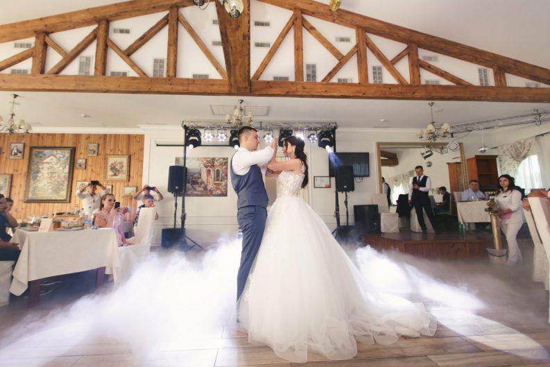 """Волшебная выездная церемония и свадьба в """"Гуляй Хате"""""""