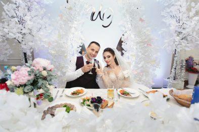 """Красивая свадьба Игоря и Эльнары с белоснежными """"крыльями"""" в Гуляй-Хате"""